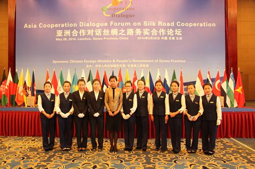 """我院学生参加""""亚洲合作对话丝绸之路务实合作论坛""""会议接待工作"""